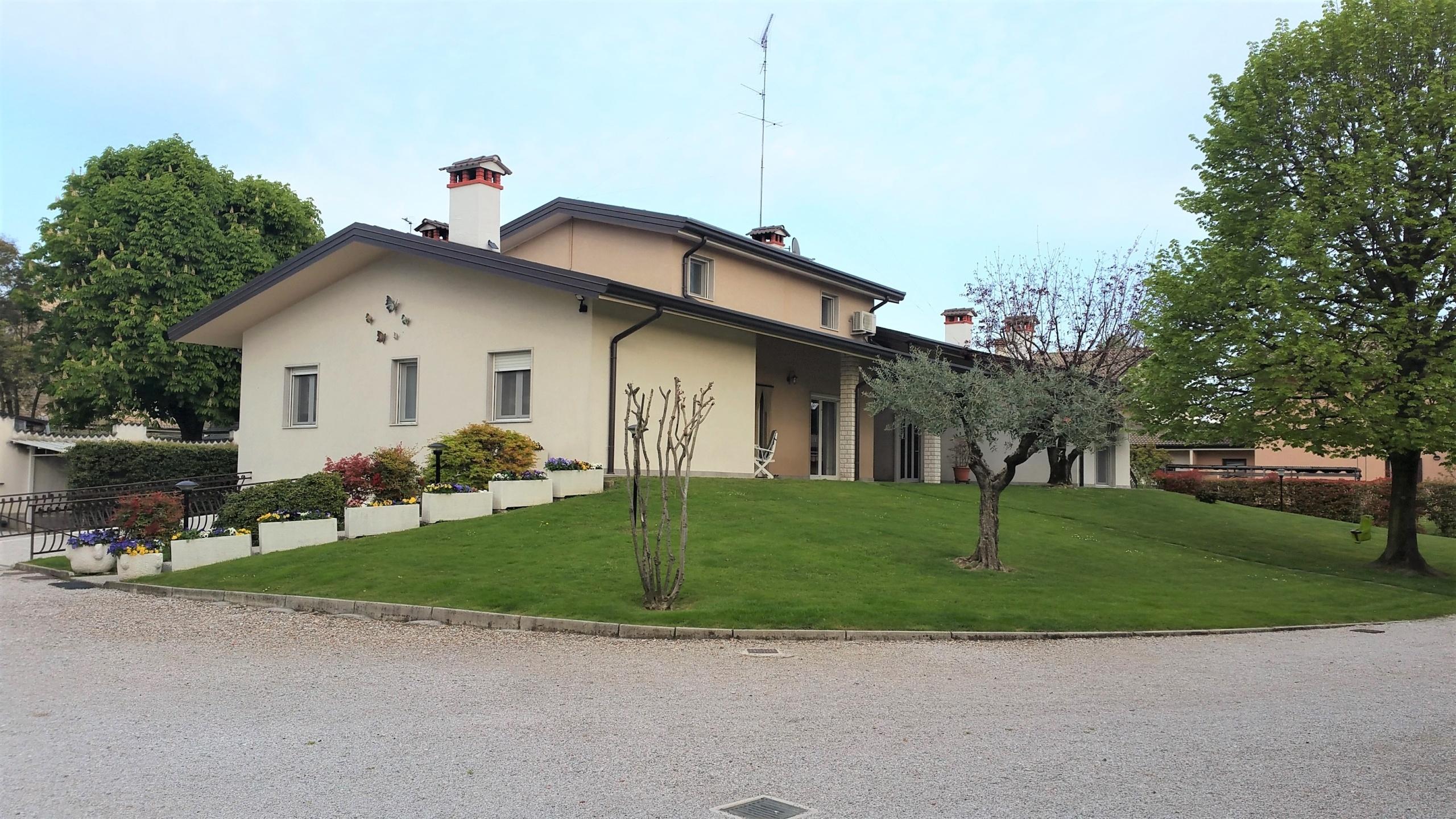 Splendida villa singola con dependance
