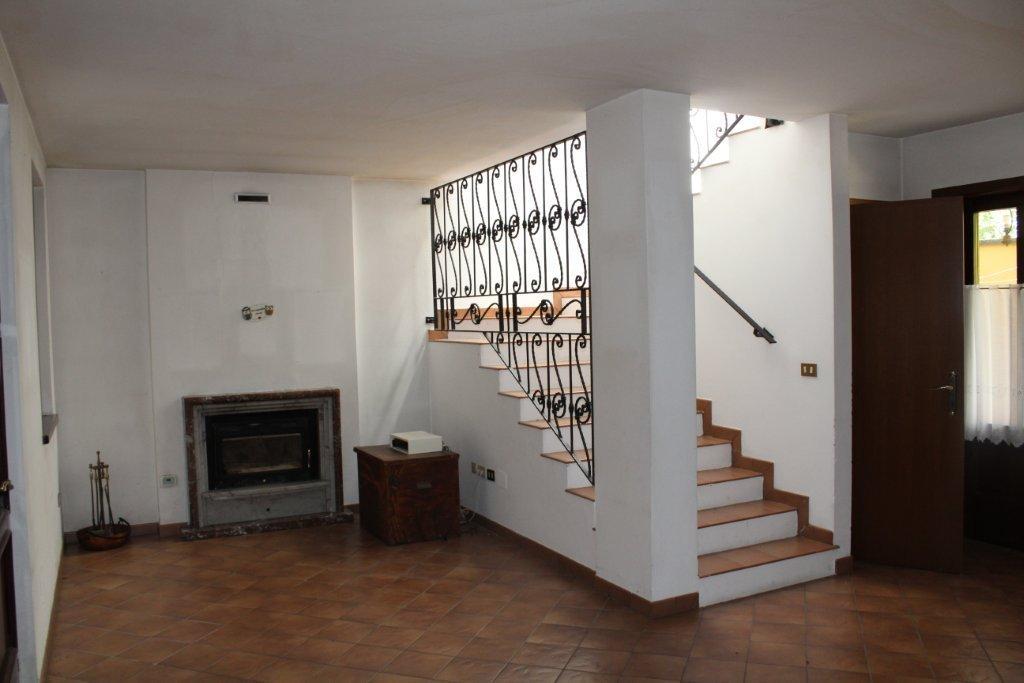 08 ingresso-soggiorno con scale