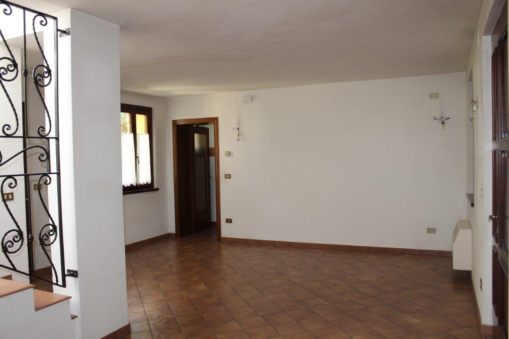 09 ingresso soggiorno con scale 1