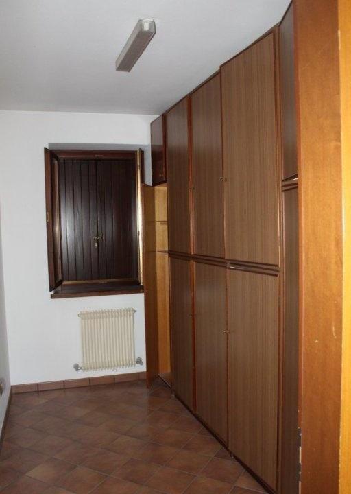 30 stanza con guardaroba