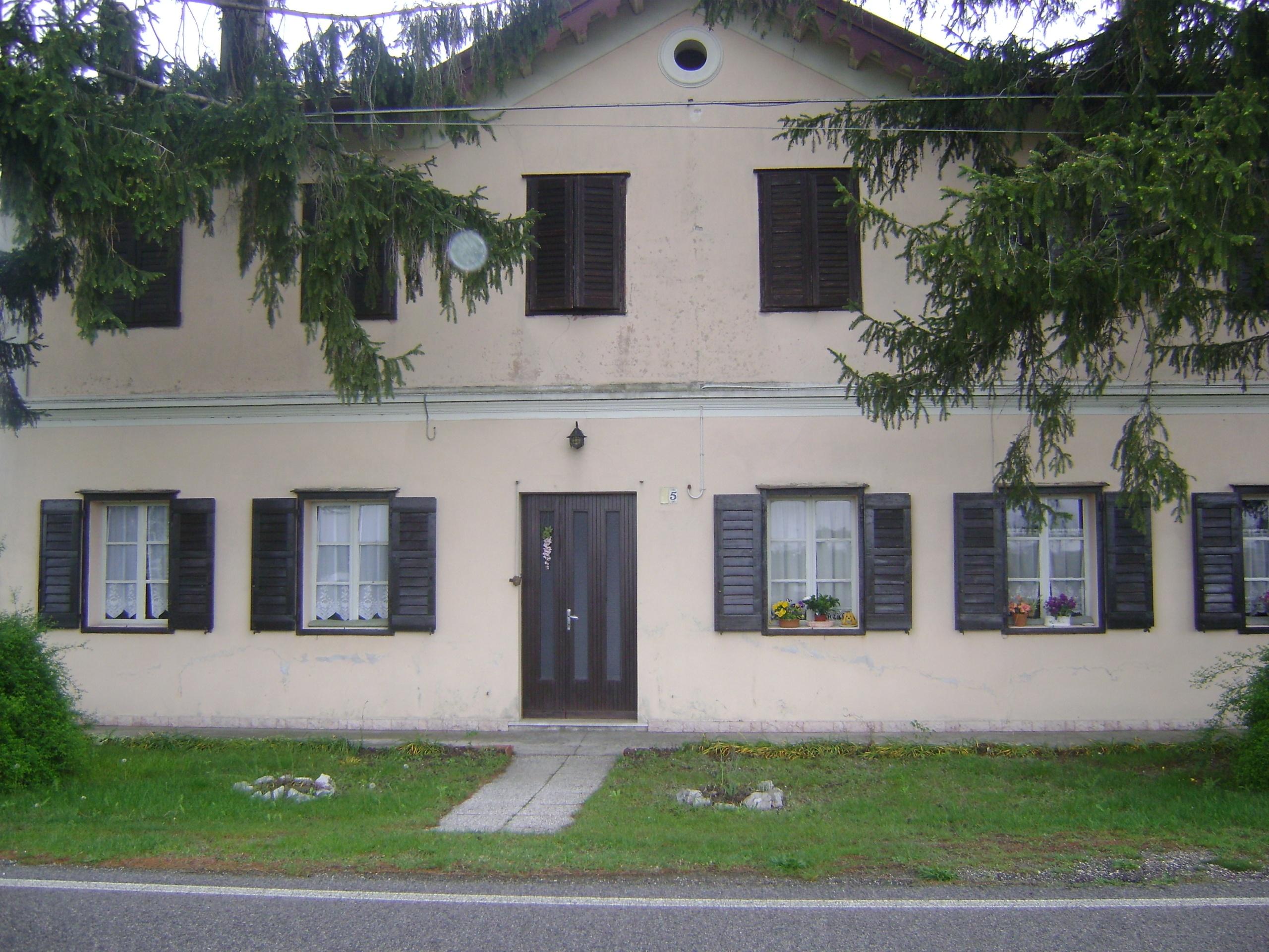 Villa singola con ampio scoperto e pertinenze